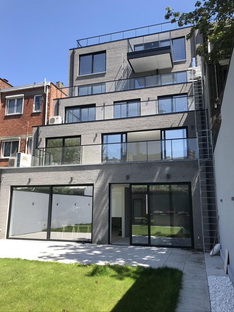 Luxueus gebouw met 5 wooneenheden in het stadscentrum