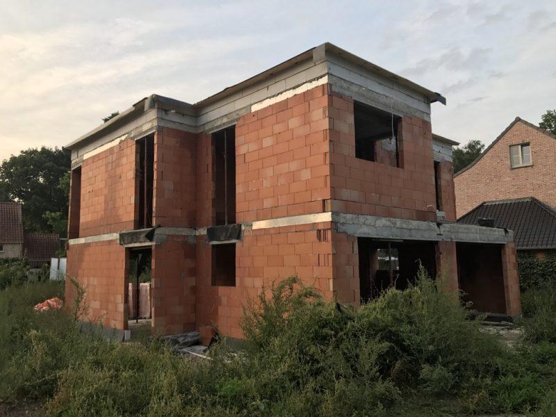 Nieuwbouw van strakke villa