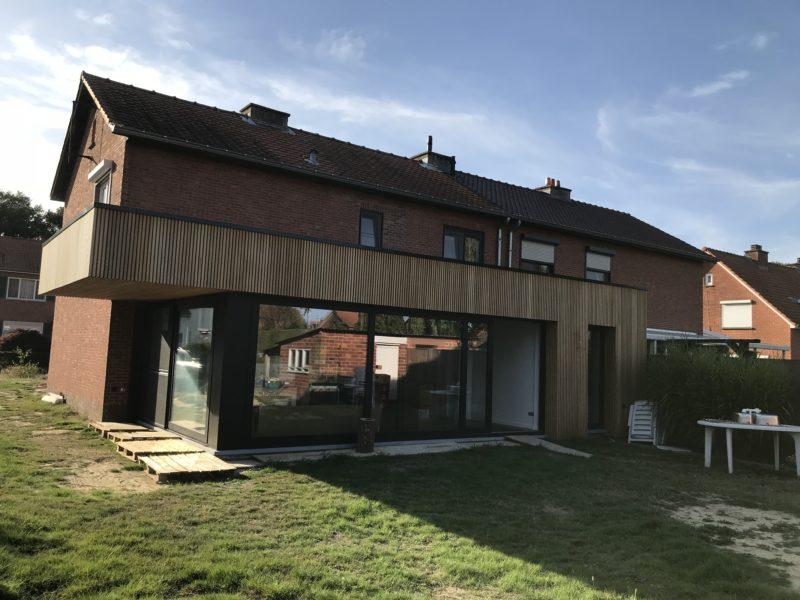 Woningrenovatie met aanbouw in houten afwerking